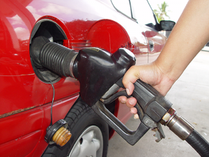 hand-pumping-gas-into-car